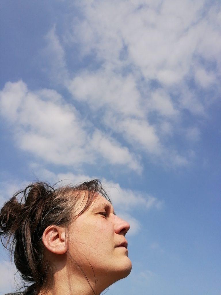 la tête dans les nuages_web